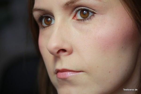 Ich habe nur eine ganz kleine Menge Make Up verwendet