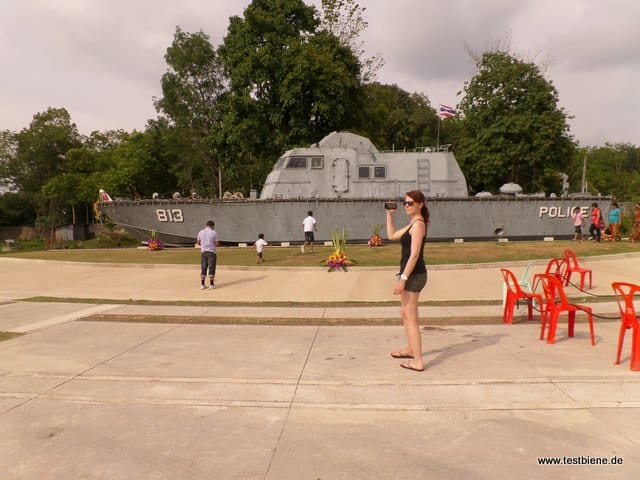 Tsunami Denkmal - dieses Polizei Boot wurde  2km ins Landesinnere geschwemmt