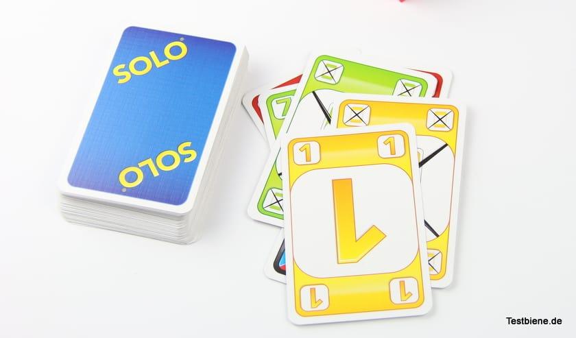 Ziel: alle Karten in der Mitte ablegen