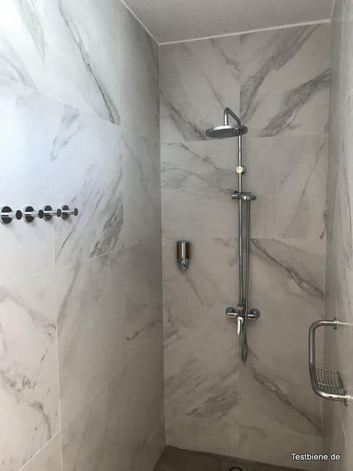Dusche im Hotel Nayra